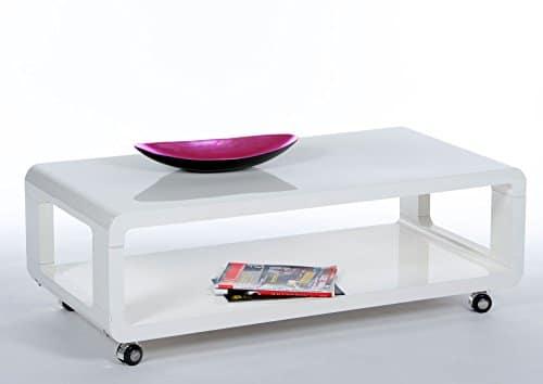 lifestyle4living Couchtisch in Weiß ist rollbar und flexibel zu verschieben, eckiger Wohnzimmertisch ist ca. 105 cm breit und bietet Dank Ablageplatte extra Platz